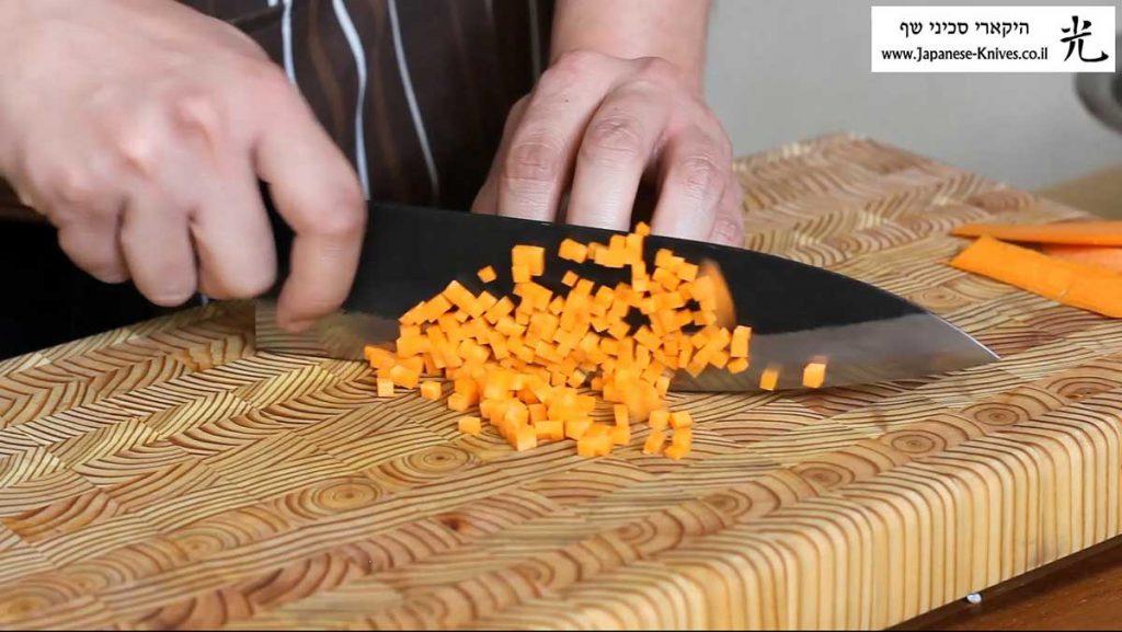 סכין שף בעבודת יד של טאנאקה קצ'וטו חותך גזר
