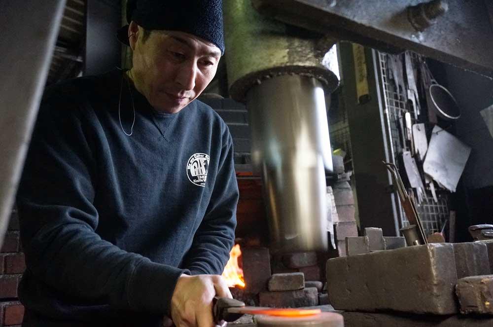 יושימי קאטו מחשל סכין שף