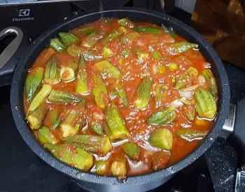 מתכון: פיקניה ובמיה - במיה בתחילת הבישול