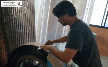 שיבאטה עושה גריינדינג לסכין שף